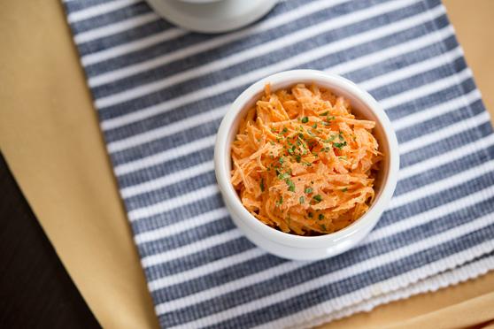 Surówka z marchewki w sosie chrzanowym