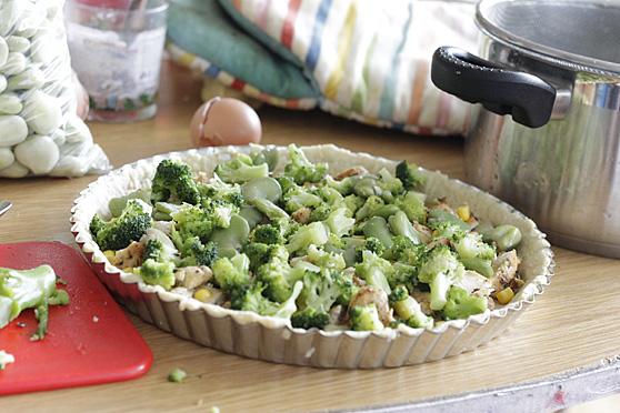 Tarta z kurczakiem, brokułami i bobem
