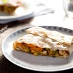 Tortilla z kurczakiem i warzywami na patelnię