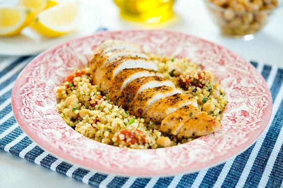 Pieczony kurczak z komosą ryżową i ciecierzycą