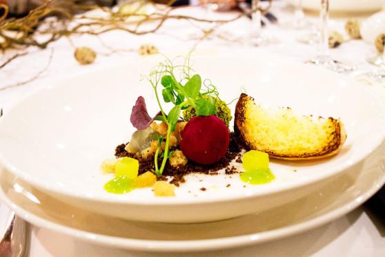 Foie-gras-bob-bon,-emulsja-z-poziomki,-wędzona-brioche
