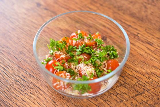 Jajka zapiekane z pomidorkami