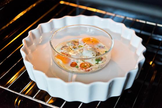 Jajka zapiekane z pomidorkami  (6)