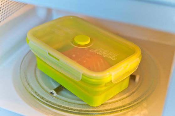 Błyskawiczna pasta jajeczna z łososiem pieczonym w mikrofalówce (7)