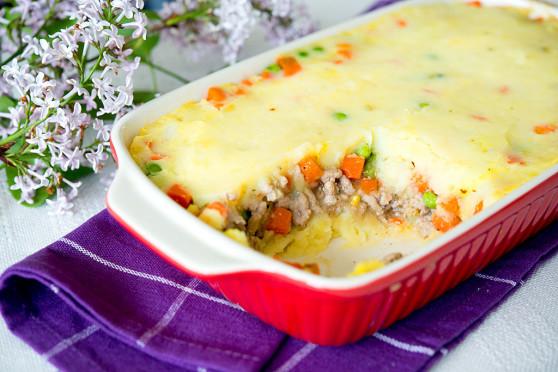 Zapiekanka z puree ziemniaczanym, mięsem mielonym i warzywami (1)