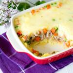 Zapiekanka z puree ziemniaczanym, mięsem mielonym i warzywami