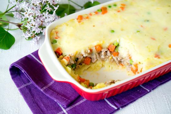 Zapiekanka z puree ziemniaczanym, mięsem mielonym i warzywami (2)