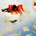 Deser z mascarpone, truskawkami i ciasteczkami Oreo Kingi M.