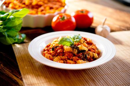 Drobiowy sos pomidorowy z pieczarkami i szpinakiem (3)