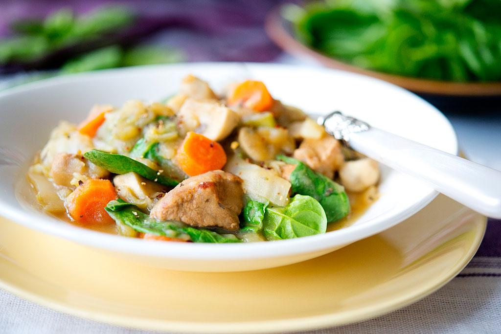 Jednogarnkowy gulasz z szynką wieprzową i warzywami (1)