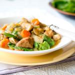 Jednogarnkowy gulasz z szynką wieprzową i warzywami