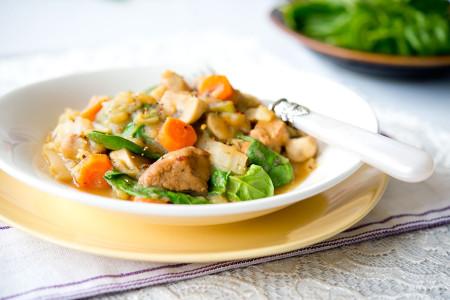 Jednogarnkowy gulasz z szynką wieprzową i warzywami (2)