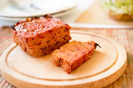Pasztet mięsny z buraczkami