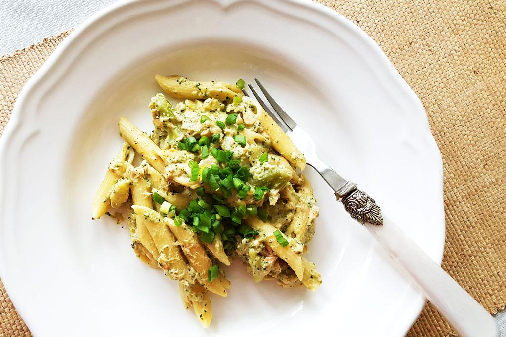 Łosoś w sosie śmietanowym z brokułami