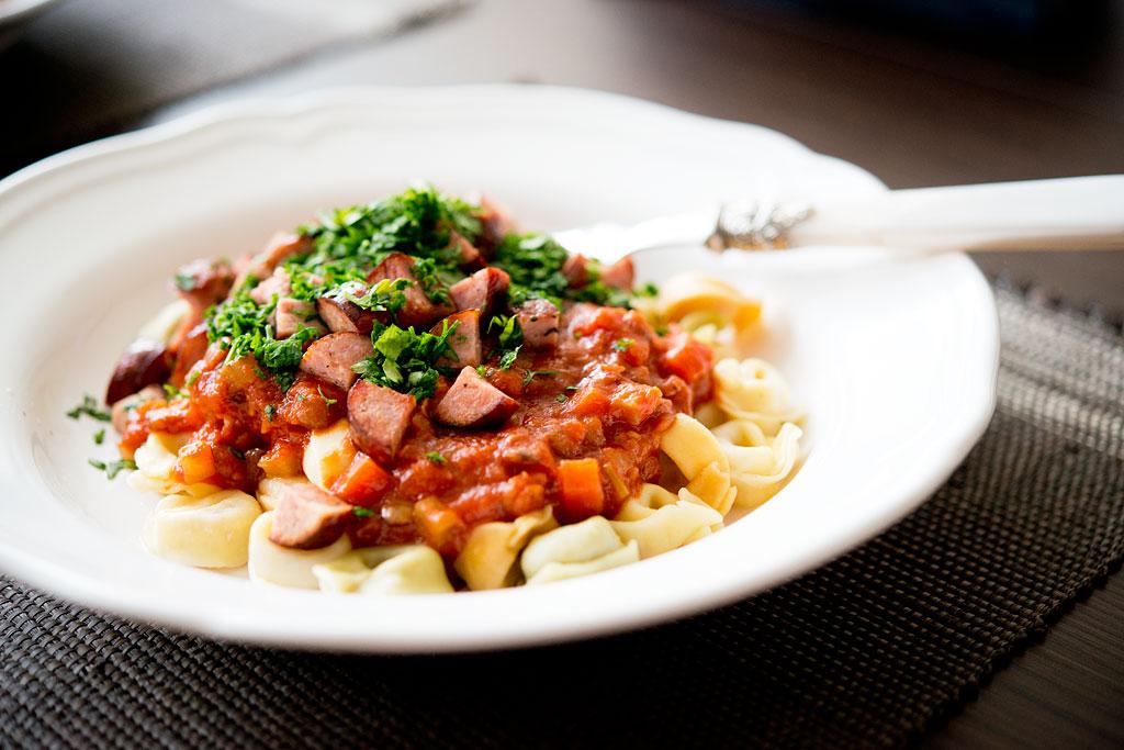 Sos pomidorowy z soczewicą i kiełbasą_DSC_7555-a-1024