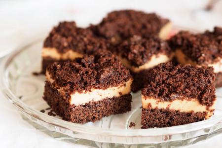 Brownie-z-kremem-chałwowym