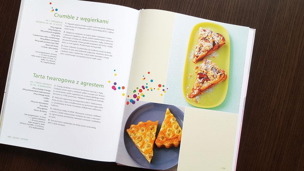 W książce nie zabrakło ciast - jest ich jednak stosunkowo niewiele.