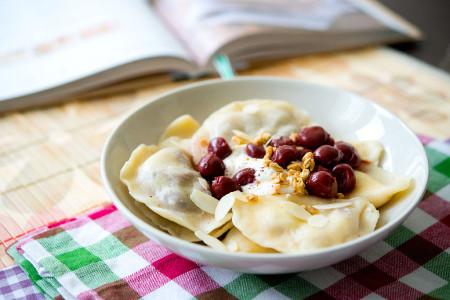 Pierogi z serem i wiśniami