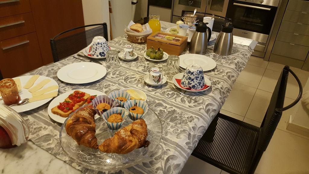 Super śniadanie w B&B sei Cipressi_20160907_080306