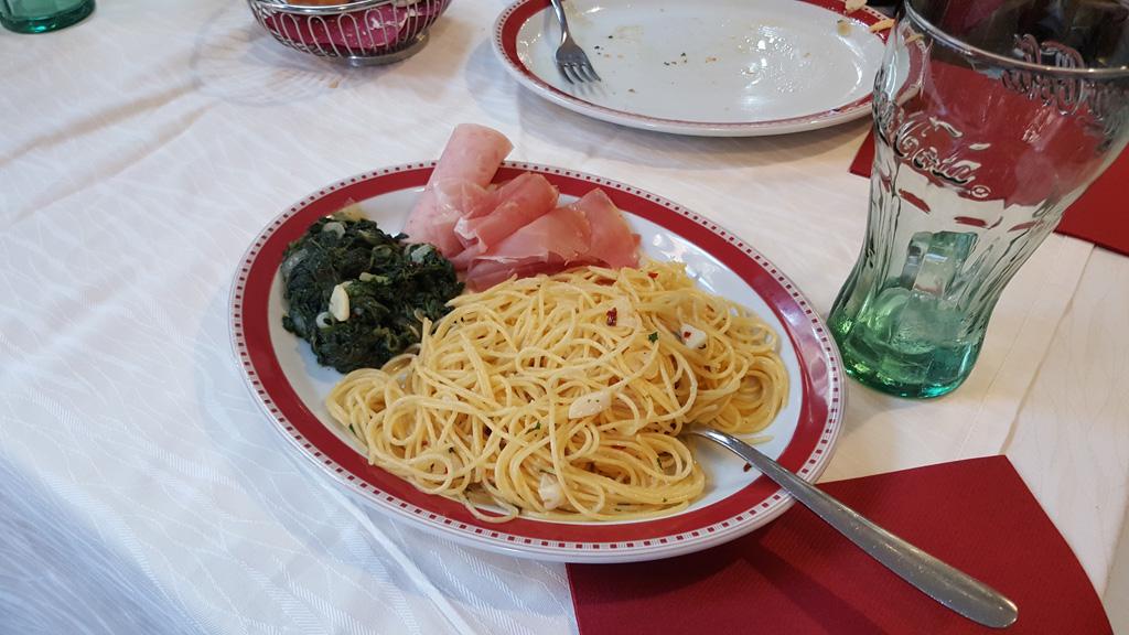 Makaron ze szpinakiem i włoską szynką - podane po włosku :)