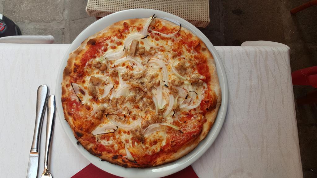 Pizza z tuńczykiem_20160904_181814