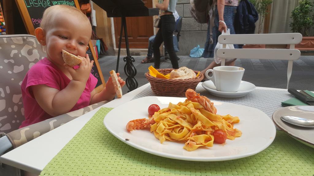 Tagliatelle w sosie pomidorowym z krewetkami scampi - Florencja.