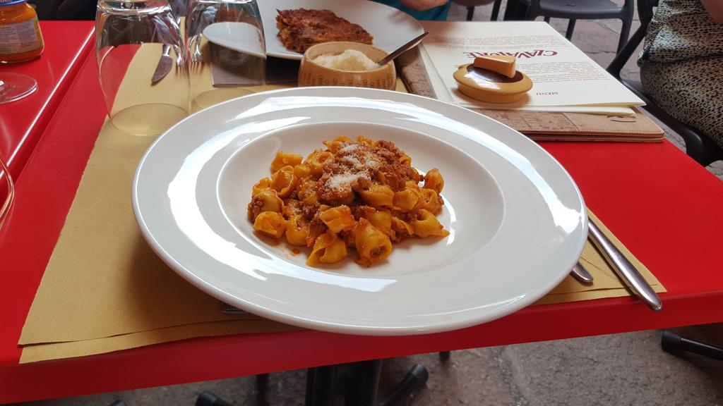 Tortellini w sosie bolońskim